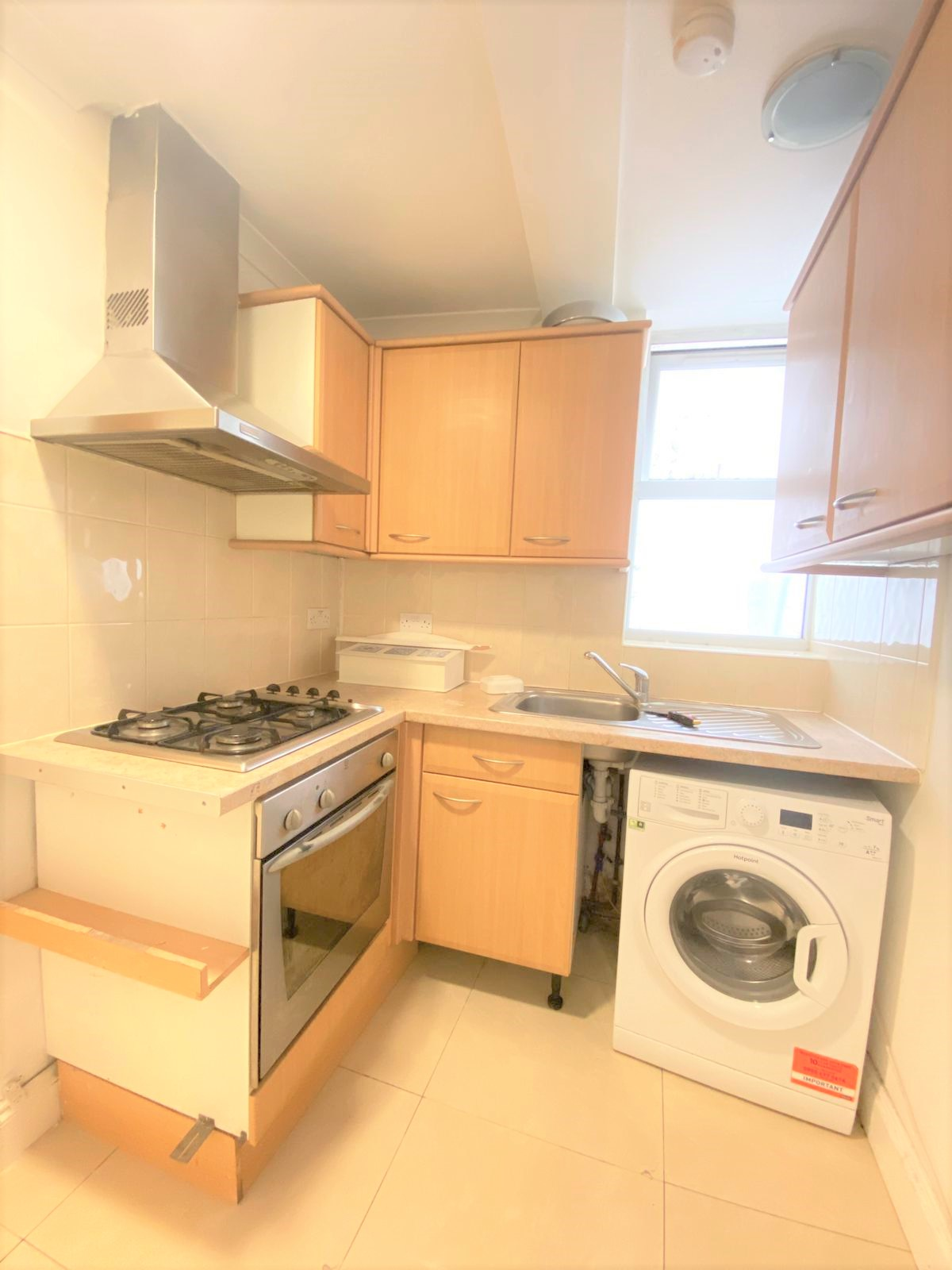 3 bed flat to rent in North End Road, West Kensington, London 4