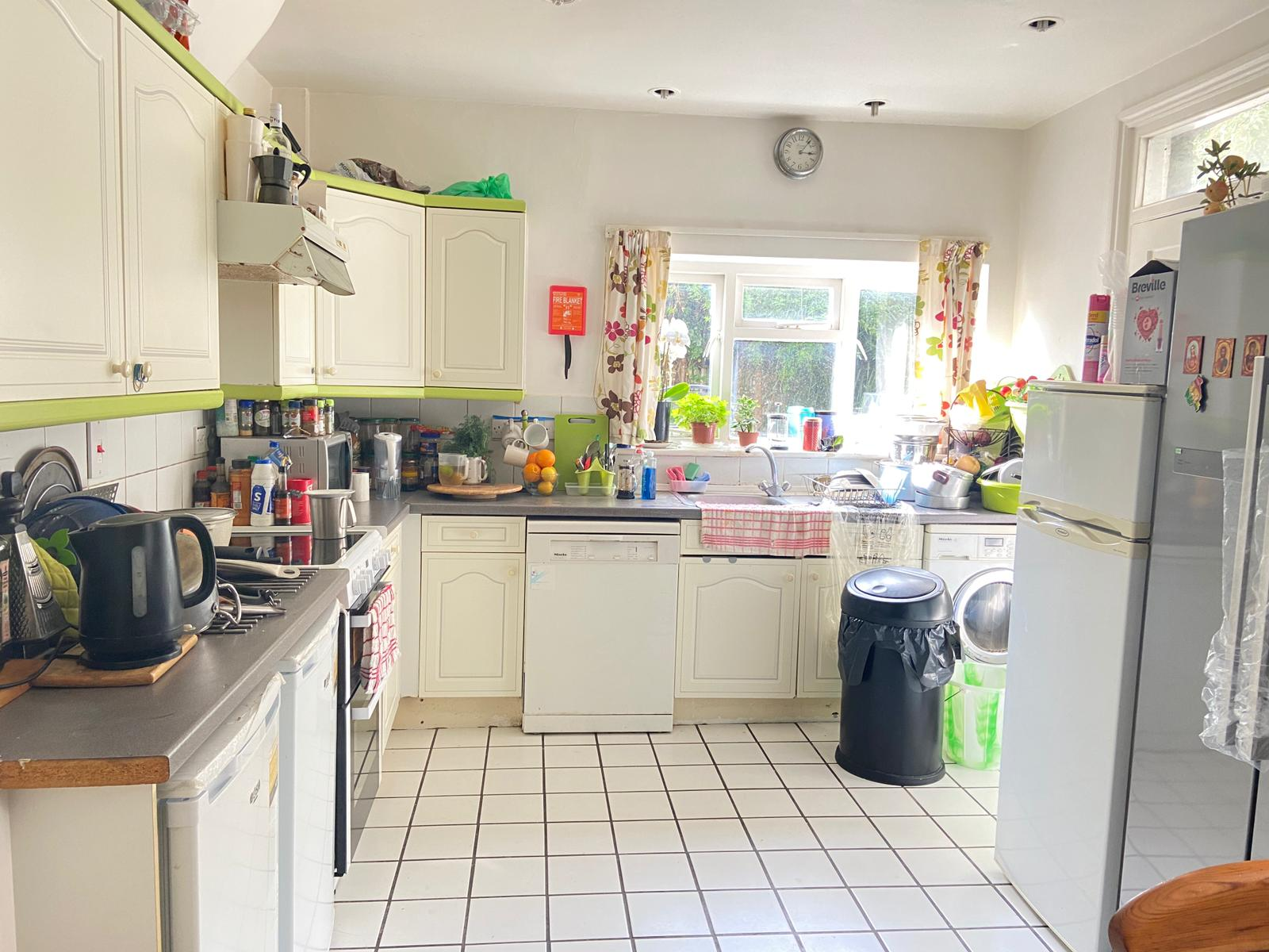 1 bed flat share to rent in Pennard Road, Shephards Bush, London  - Property Image 4