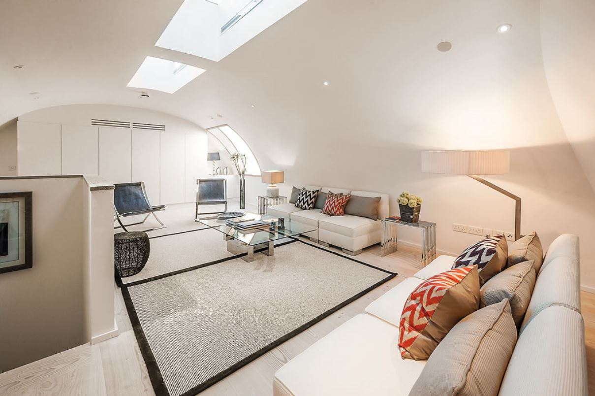 3 bed semi-detached house to rent in Glynde Mews, London, Chelsea, SW3