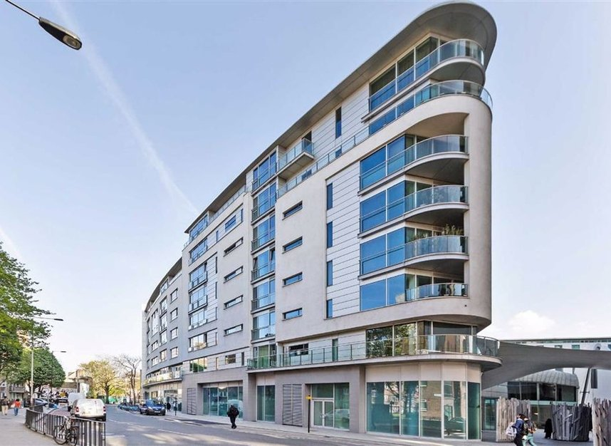 2 bed flat to rent in Empire Square, Borough, London, SE1