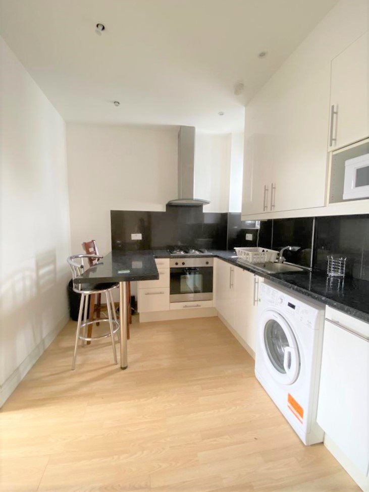 2 bed flat to rent in North End Road, London, West Kensington, W14