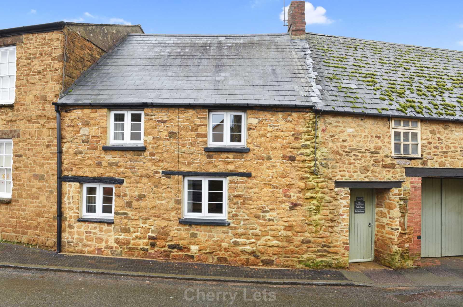 2 bed cottage to rent in Thimble Cottage, Market Place, Deddington, Banbury 1