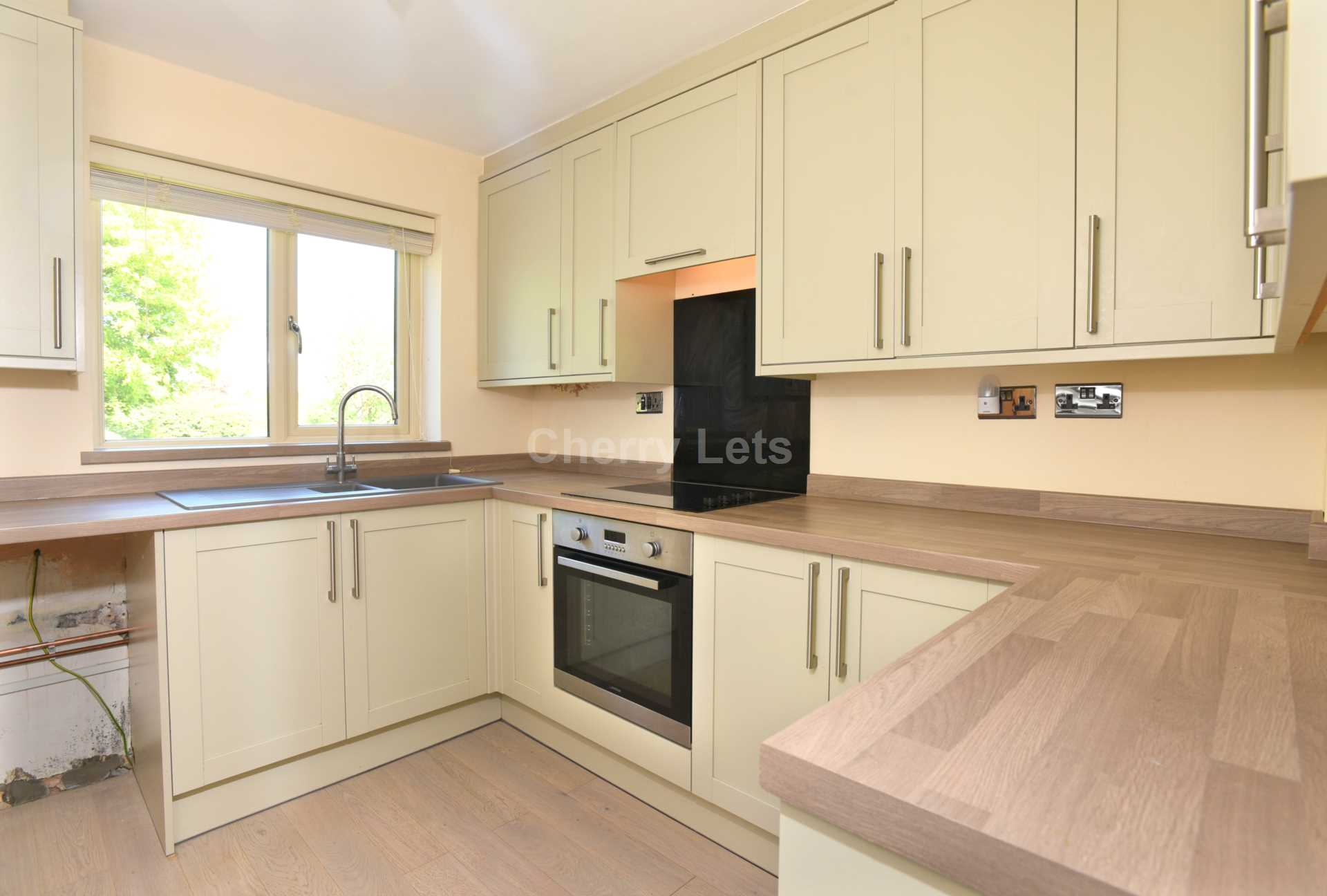 3 bed terraced house to rent in Keytes Close, Adderbury, OX17 1