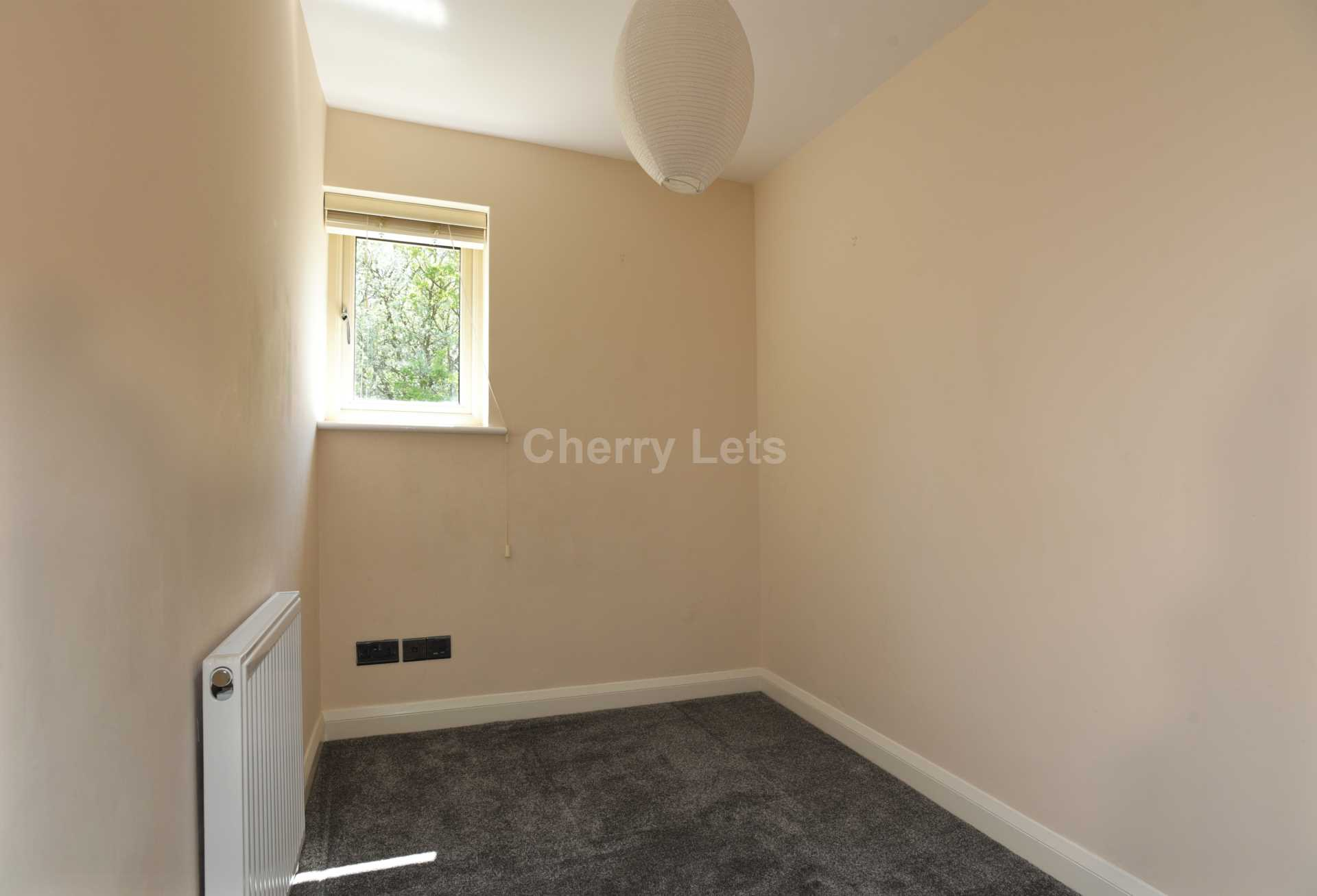3 bed terraced house to rent in Keytes Close, Adderbury, OX17 9