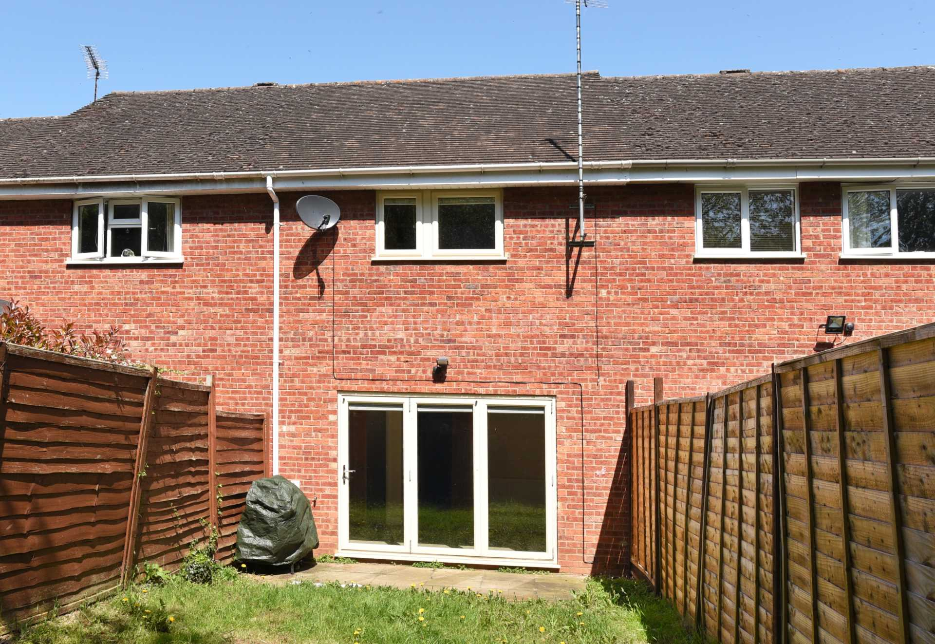 3 bed terraced house to rent in Keytes Close, Adderbury, OX17 10