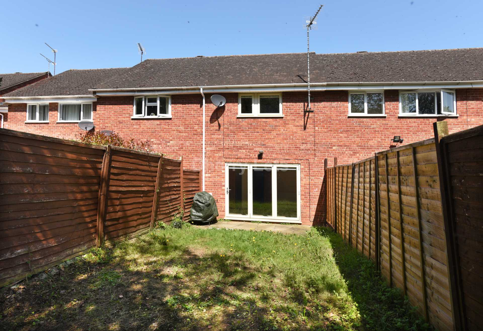 3 bed terraced house to rent in Keytes Close, Adderbury, OX17 12