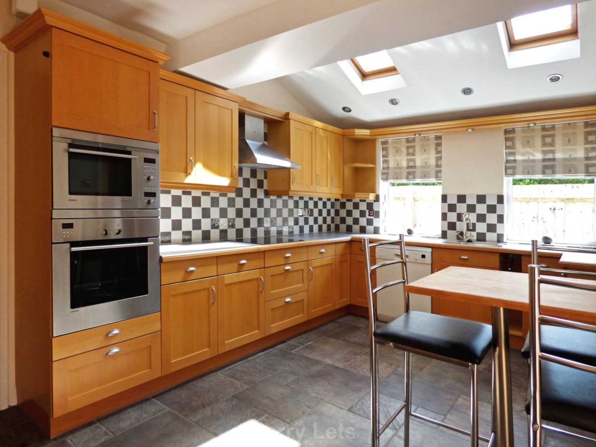 3 bed semi-detached house to rent in Oxford Road, Banbury 2