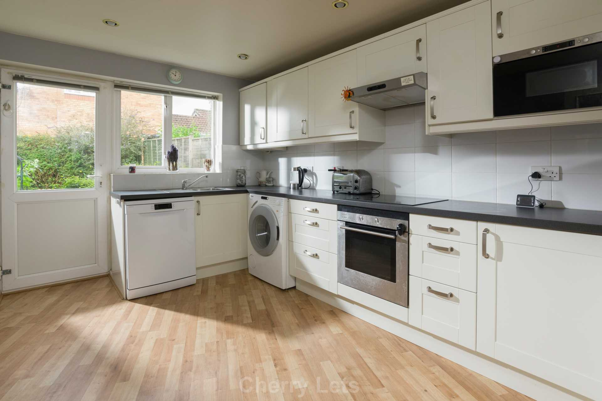 4 bed detached house to rent in Humphries Drive, Brackley  - Property Image 3