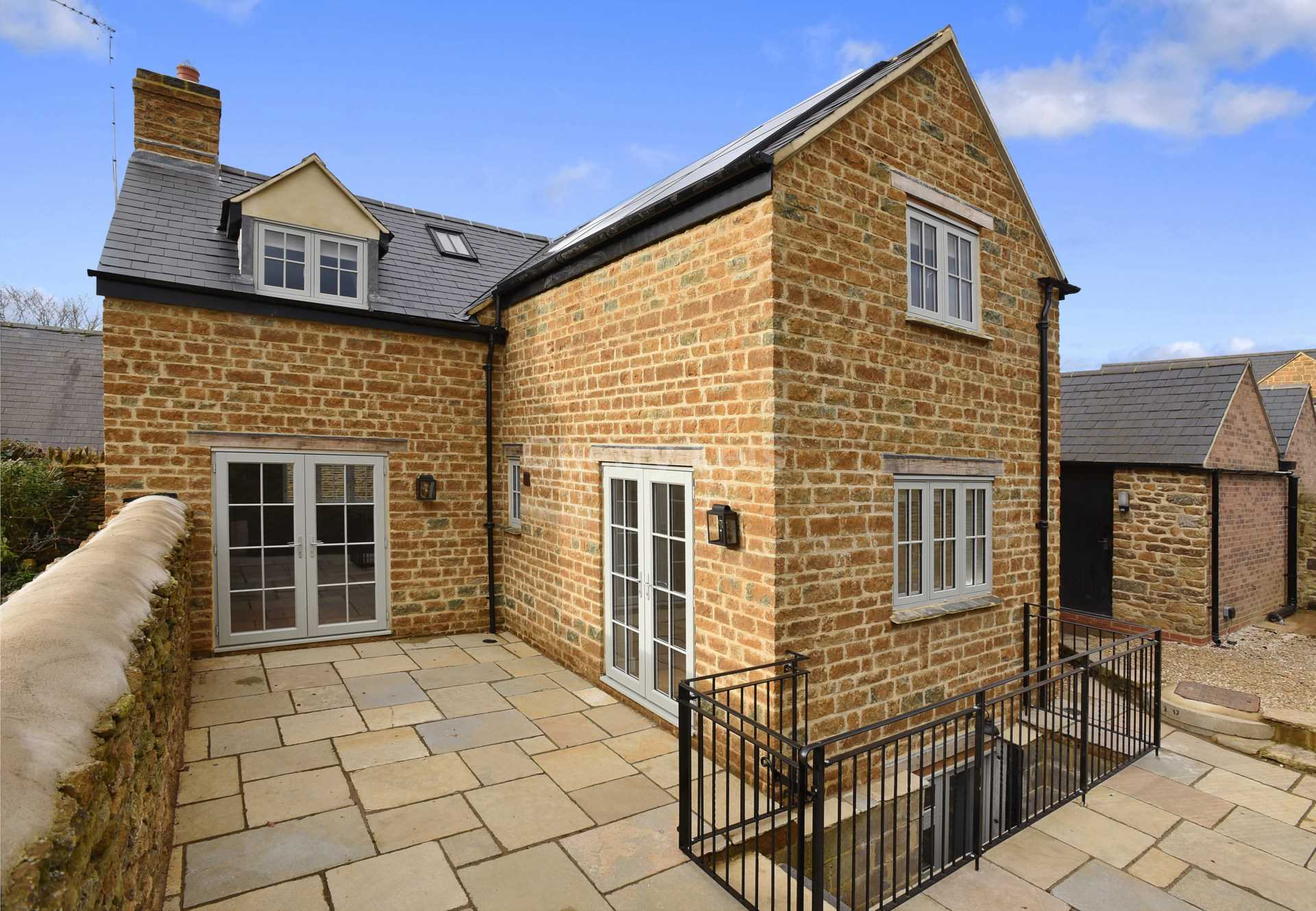 4 bed detached house to rent in Plum House, Tays Gateway, Deddington, Banbury 1