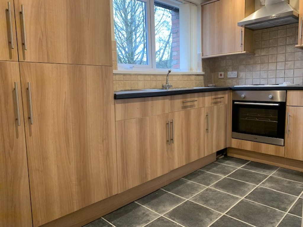 2 bed flat to rent in  High Street, Bramley, Guildford, GU5 0