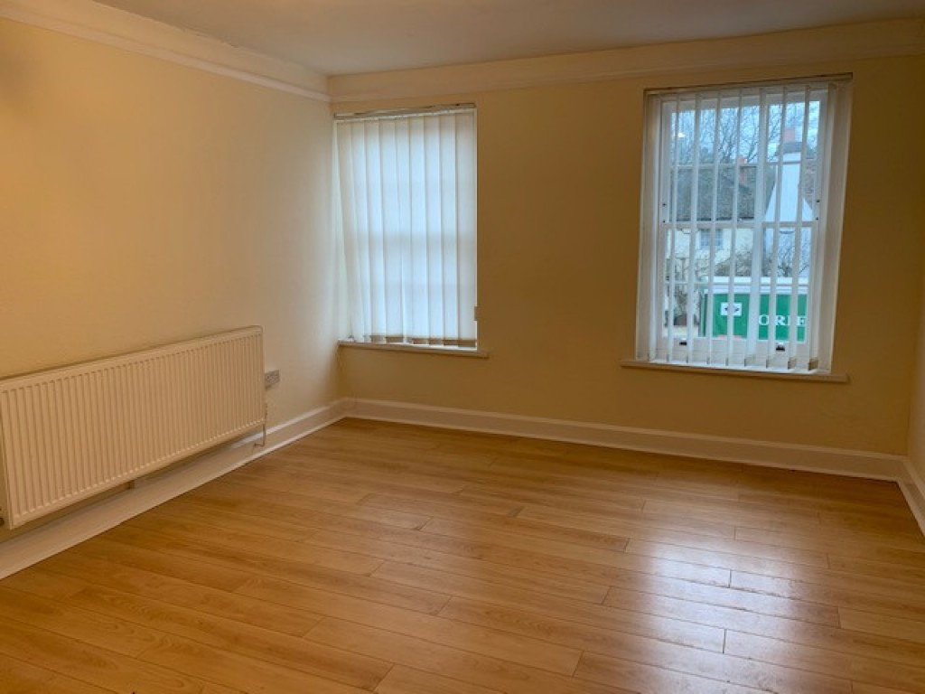 2 bed flat to rent in  High Street, Bramley, Guildford, GU5 1