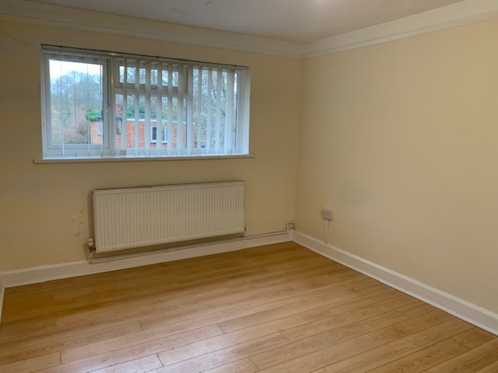 2 bed flat to rent in  High Street, Bramley, Guildford, GU5 2