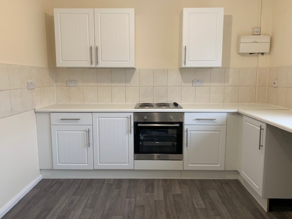 Flat to rent in The Studio  High Street, Bramley, Guildford, GU5  - Property Image 1