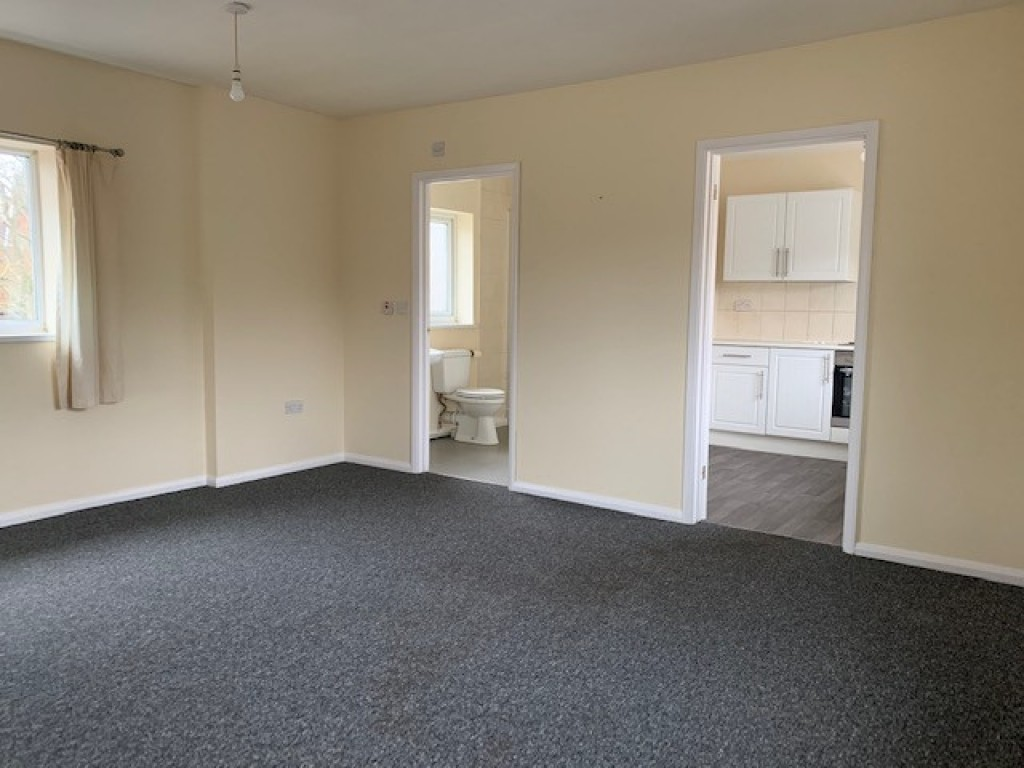 Flat to rent in The Studio  High Street, Bramley, Guildford, GU5  - Property Image 2