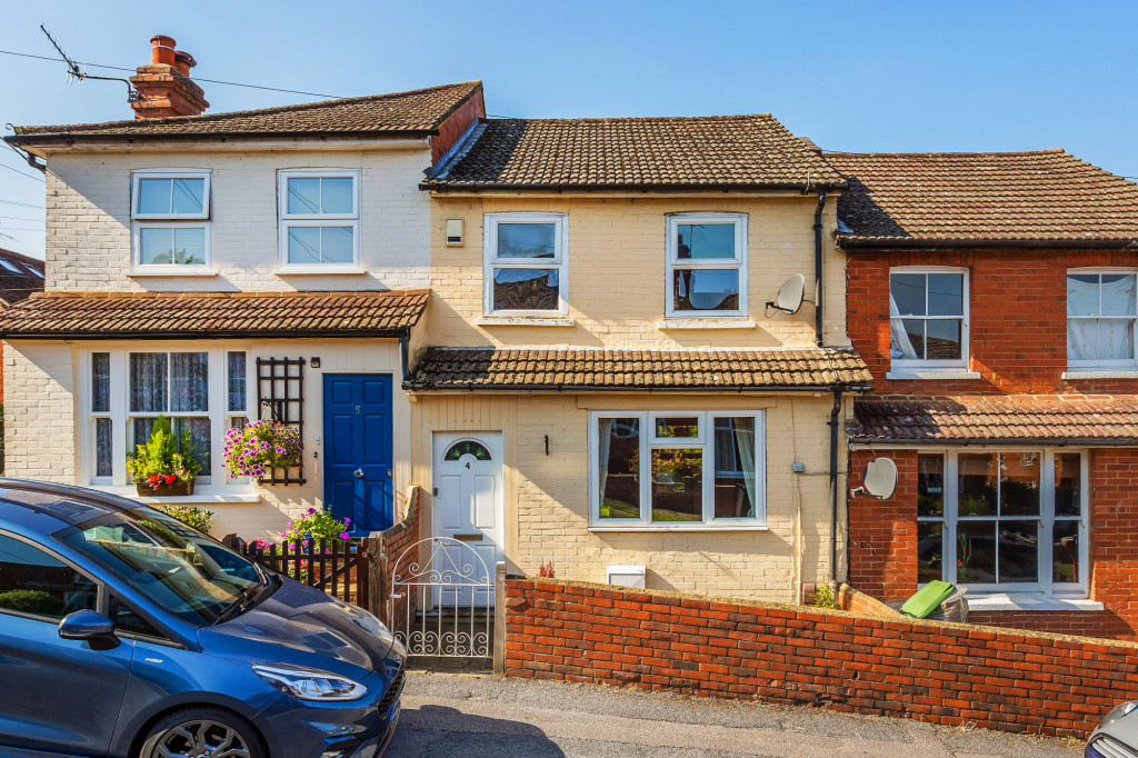 2 bed terraced house for sale in  Howard Road,  Dorking, RH5, RH5