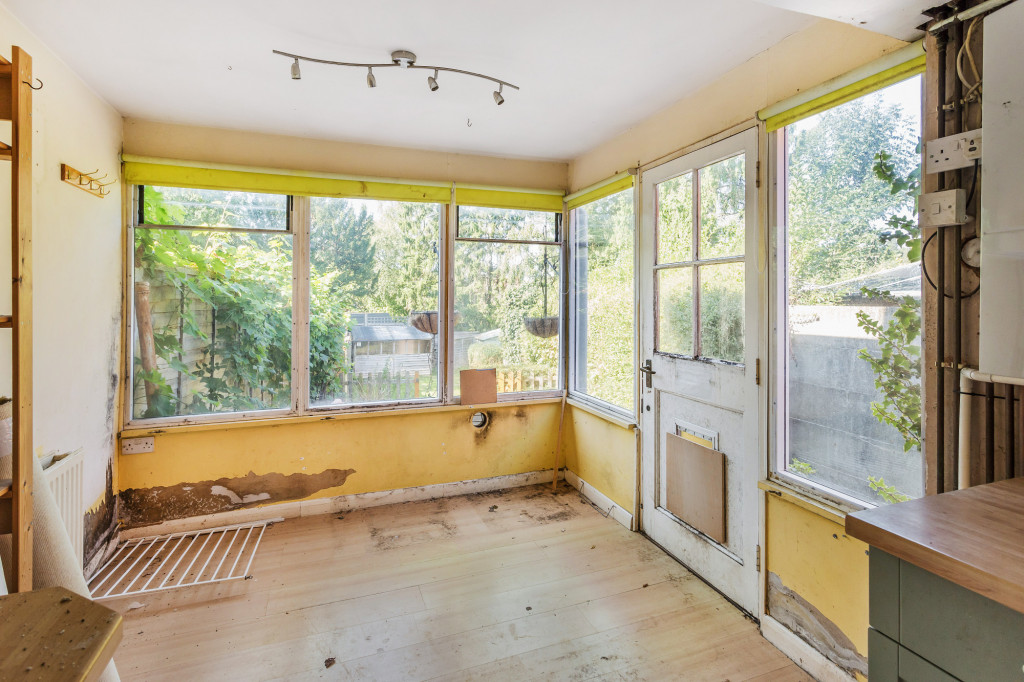 2 bed terraced house for sale in  Howard Road,  Dorking, RH5 2