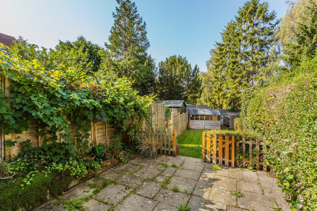 2 bed terraced house for sale in  Howard Road,  Dorking, RH5 6