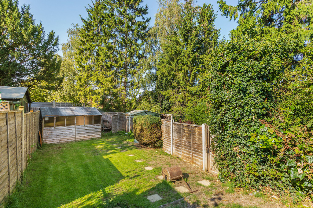 2 bed terraced house for sale in  Howard Road,  Dorking, RH5 7