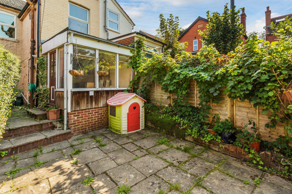 2 bed terraced house for sale in  Howard Road,  Dorking, RH5 8