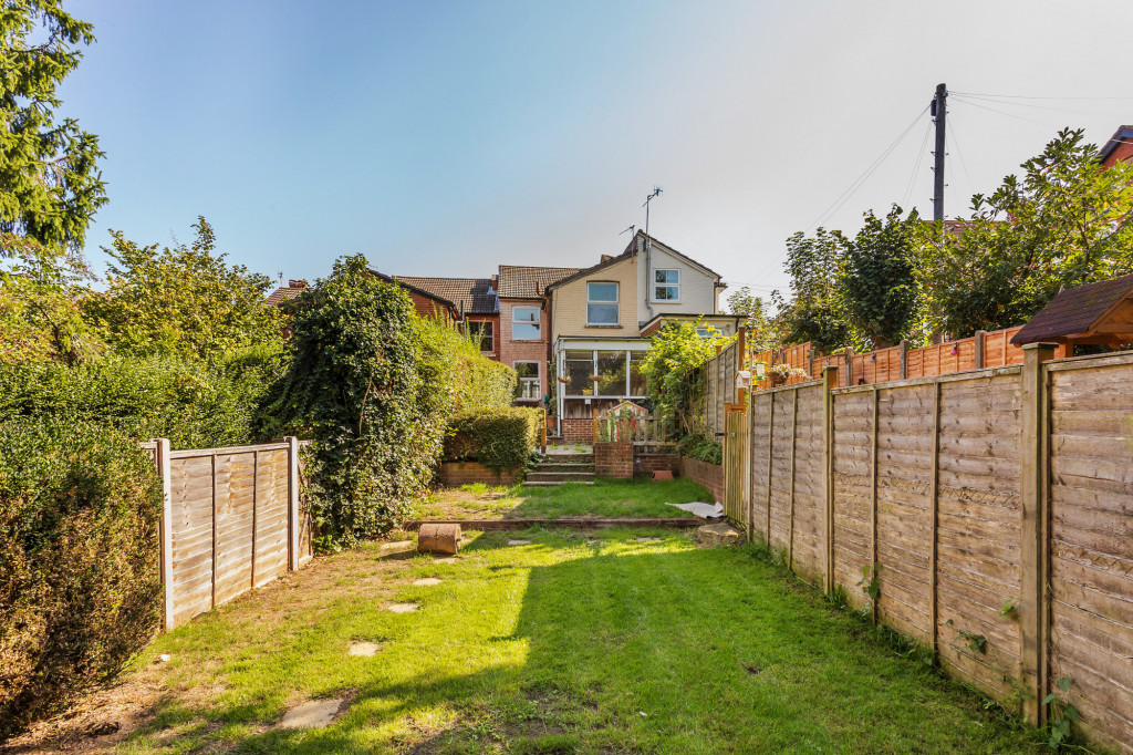 2 bed terraced house for sale in  Howard Road,  Dorking, RH5 9