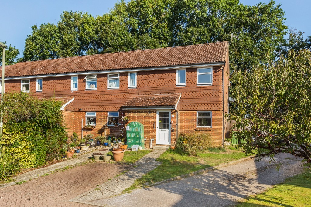 2 bed terraced house for sale in  Nursery Close,  Dorking, RH5  - Property Image 1