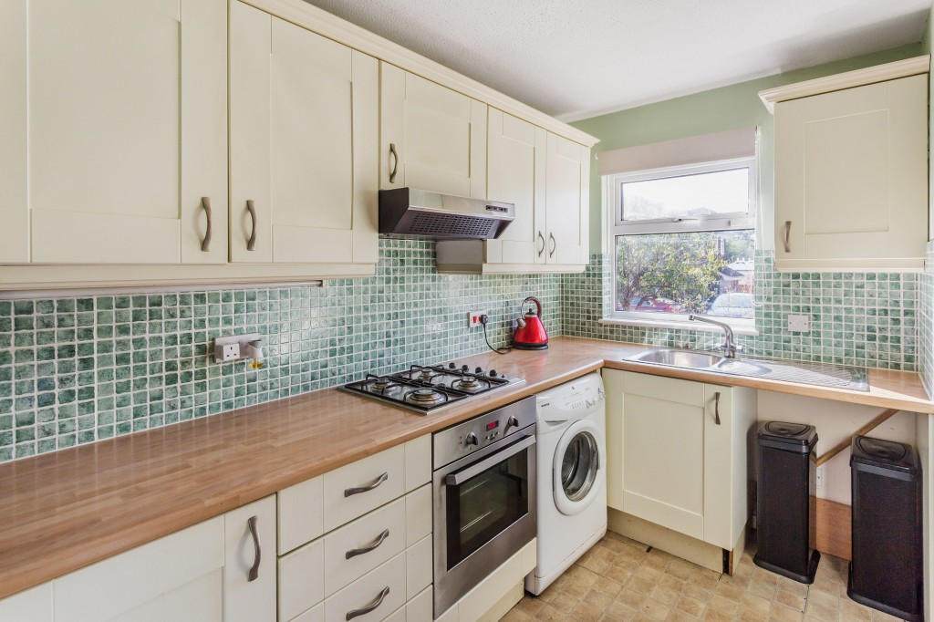 2 bed terraced house for sale in  Nursery Close,  Dorking, RH5  - Property Image 3