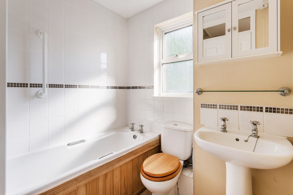 2 bed terraced house for sale in  Nursery Close,  Dorking, RH5  - Property Image 8