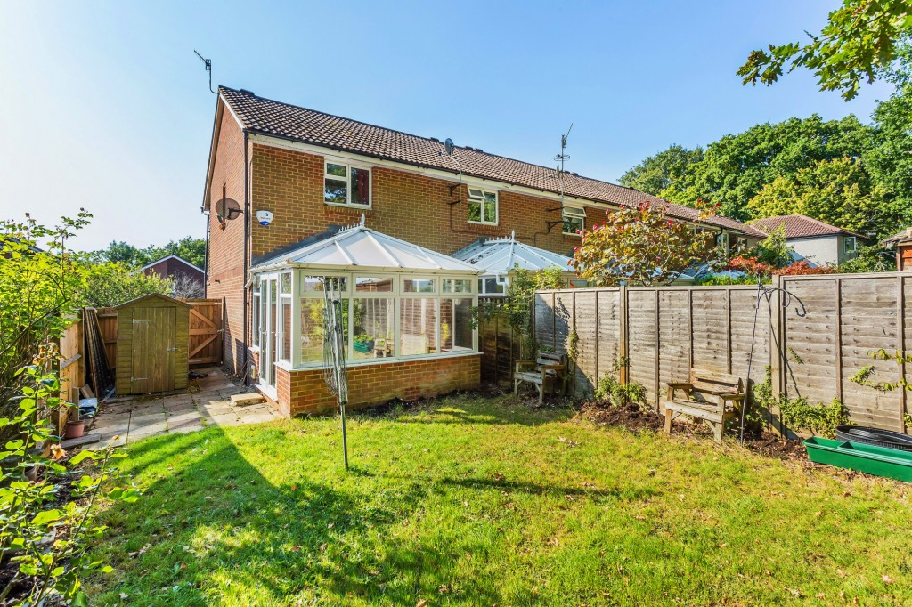 2 bed terraced house for sale in  Nursery Close,  Dorking, RH5 10