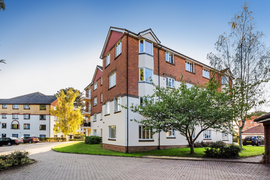 1 bed apartment for sale in Stuart Court  St. Annes Rise,  Redhill, RH1, RH1