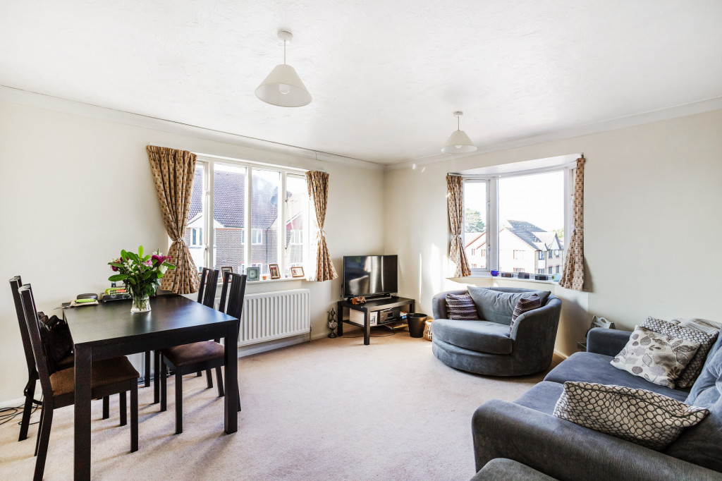 1 bed apartment for sale in Stuart Court  St. Annes Rise,  Redhill, RH1 1
