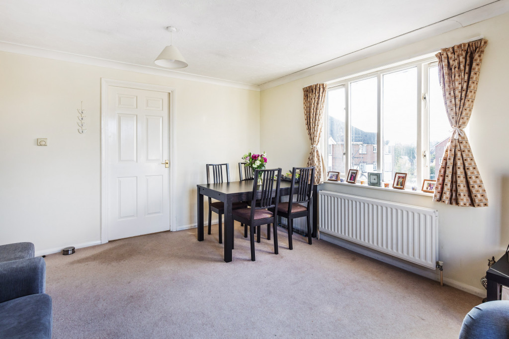 1 bed apartment for sale in Stuart Court  St. Annes Rise,  Redhill, RH1 2