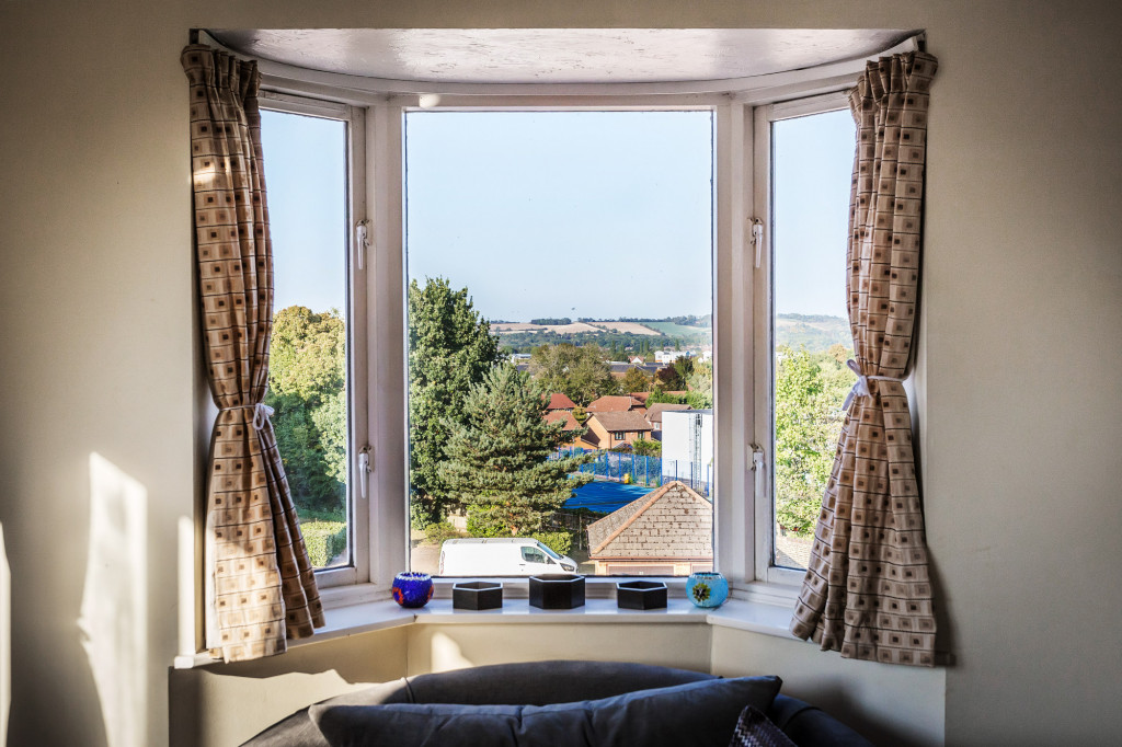 1 bed apartment for sale in Stuart Court  St. Annes Rise,  Redhill, RH1 3