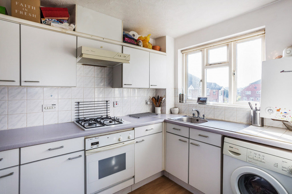 1 bed apartment for sale in Stuart Court  St. Annes Rise,  Redhill, RH1 4