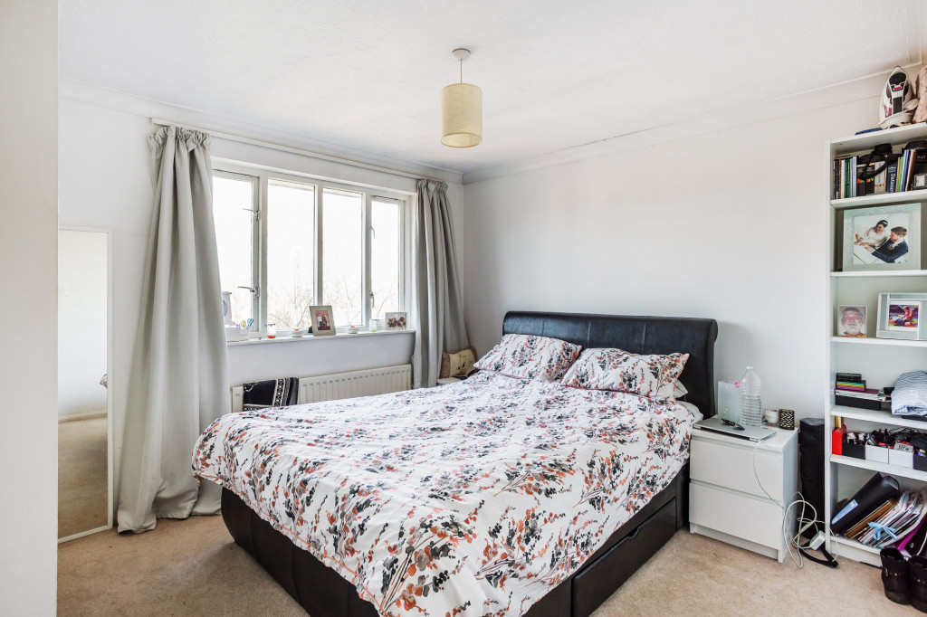 1 bed apartment for sale in Stuart Court  St. Annes Rise,  Redhill, RH1 5