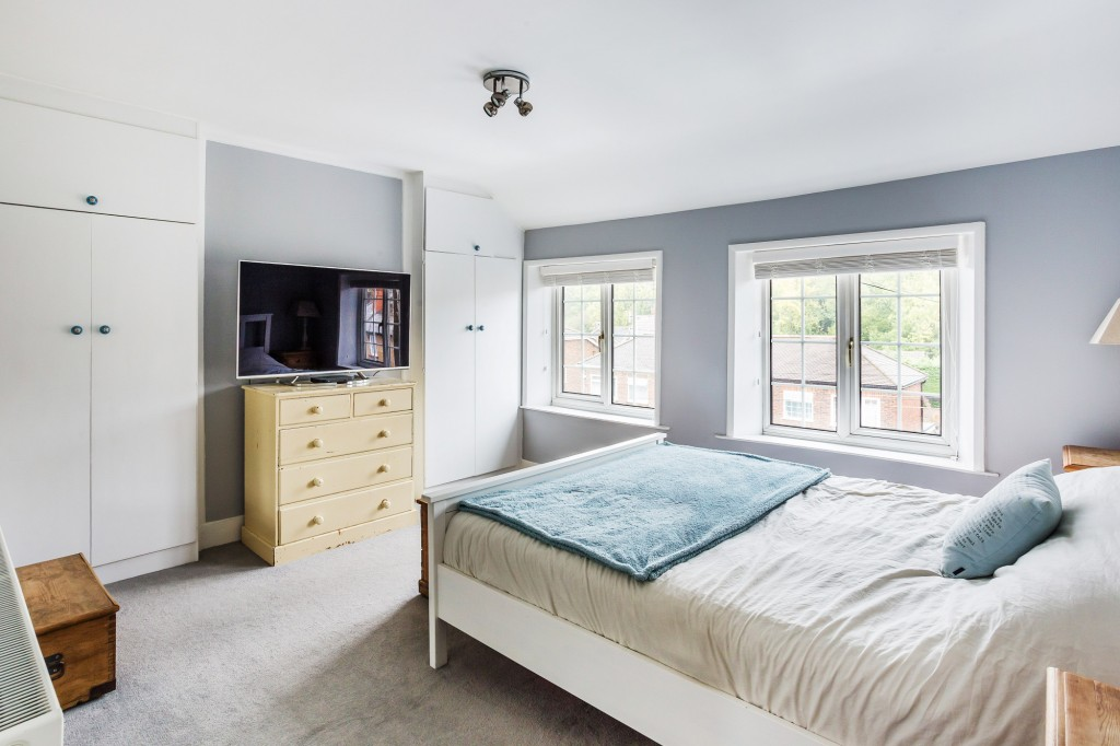 3 bed terraced house for sale in  Holmesdale Road,  Dorking, RH5 7