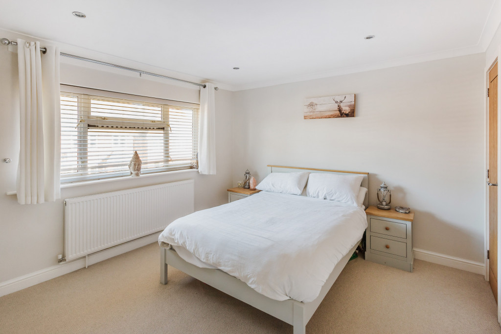 3 bed semi-detached house for sale in  Bennetts Wood,  Dorking, RH5 7