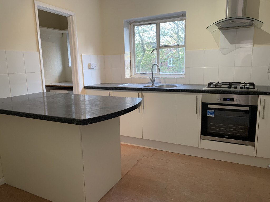 3 bed apartment to rent in  High Street, Bramley, Guildford, GU5 1