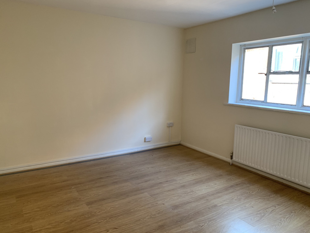 3 bed apartment to rent in  High Street, Bramley, Guildford, GU5 2