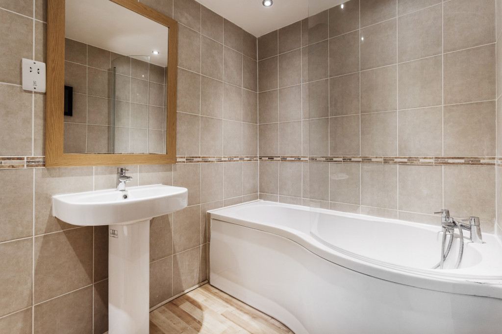 2 bed apartment to rent in  Falkland Road,  Dorking, RH4  - Property Image 3