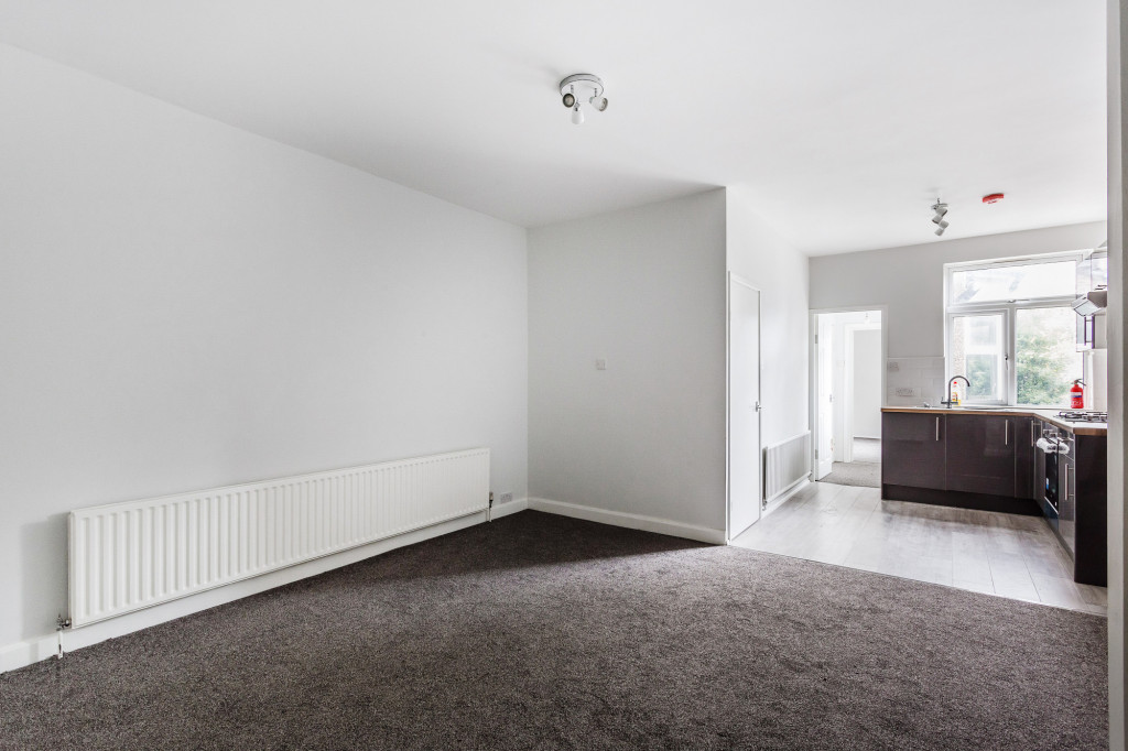 2 bed apartment to rent in  Falkland Road,  Dorking, RH4 3
