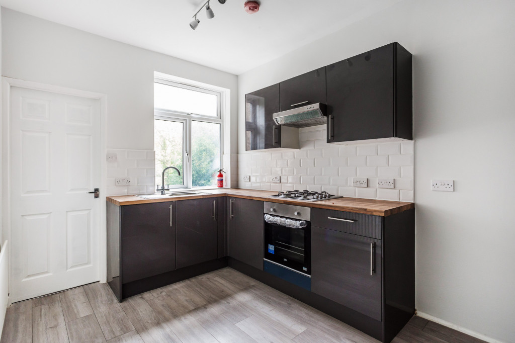 2 bed apartment to rent in  Falkland Road,  Dorking, RH4 4