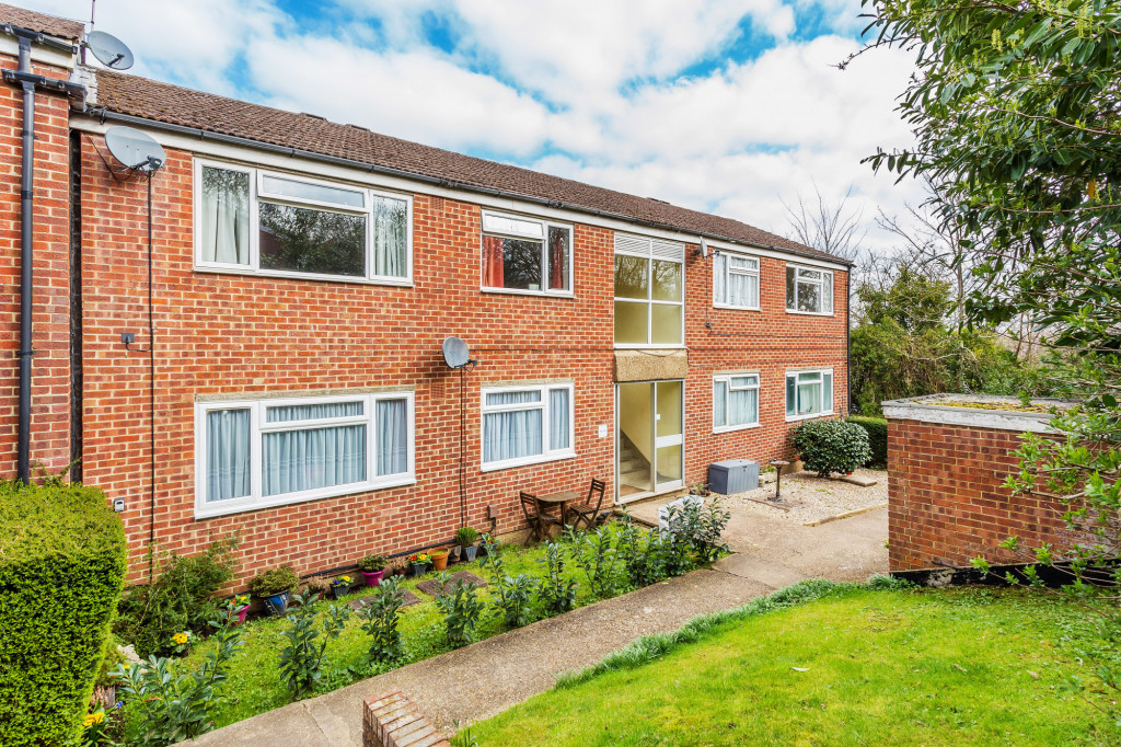 2 bed apartment for sale in  Holmesdale Road,  Dorking, RH5, RH5