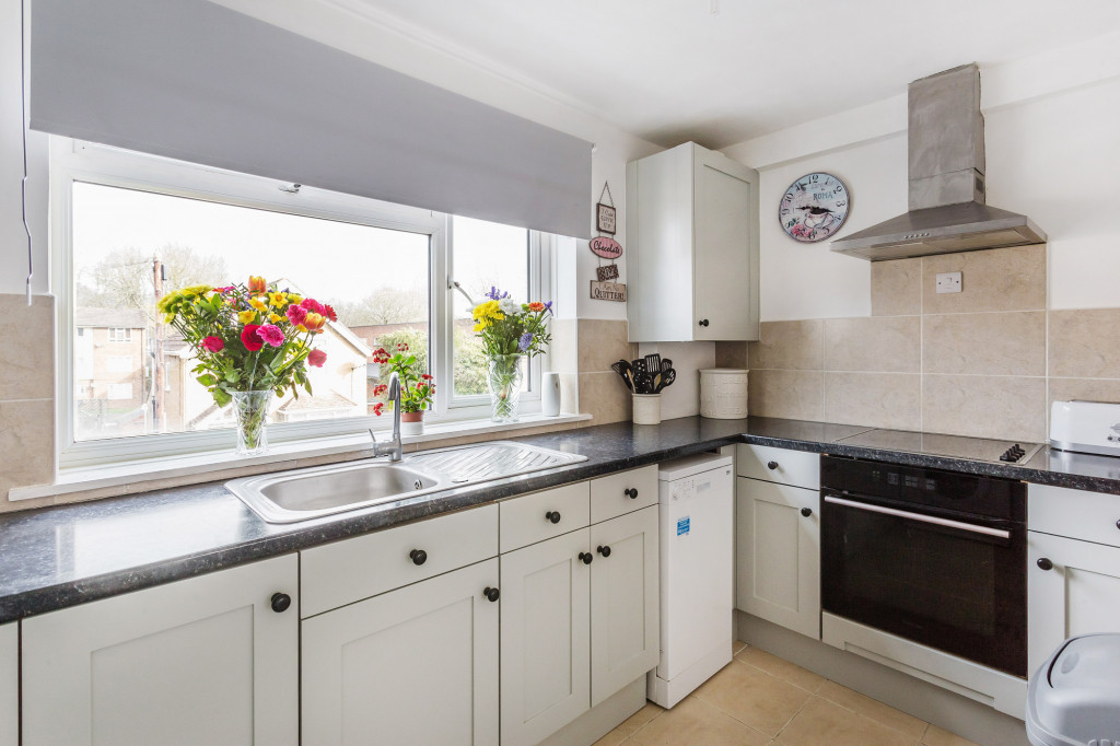 2 bed apartment for sale in  Holmesdale Road,  Dorking, RH5 1