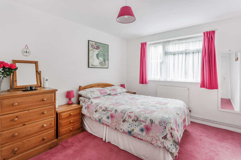 2 bed apartment for sale in  Holmesdale Road,  Dorking, RH5 4