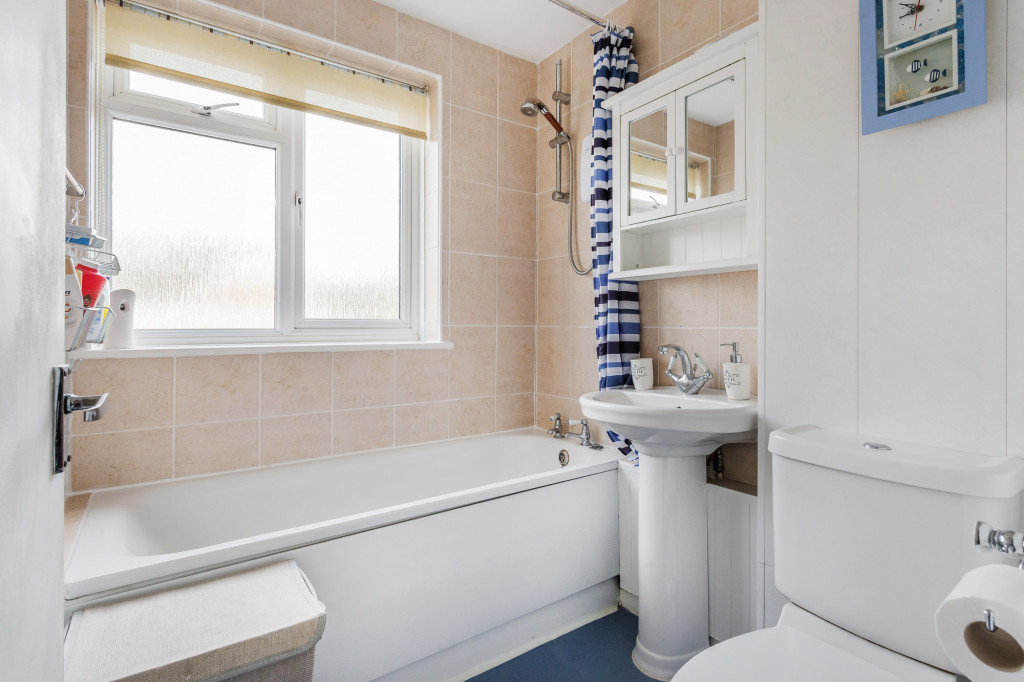 2 bed apartment for sale in  Holmesdale Road,  Dorking, RH5 6