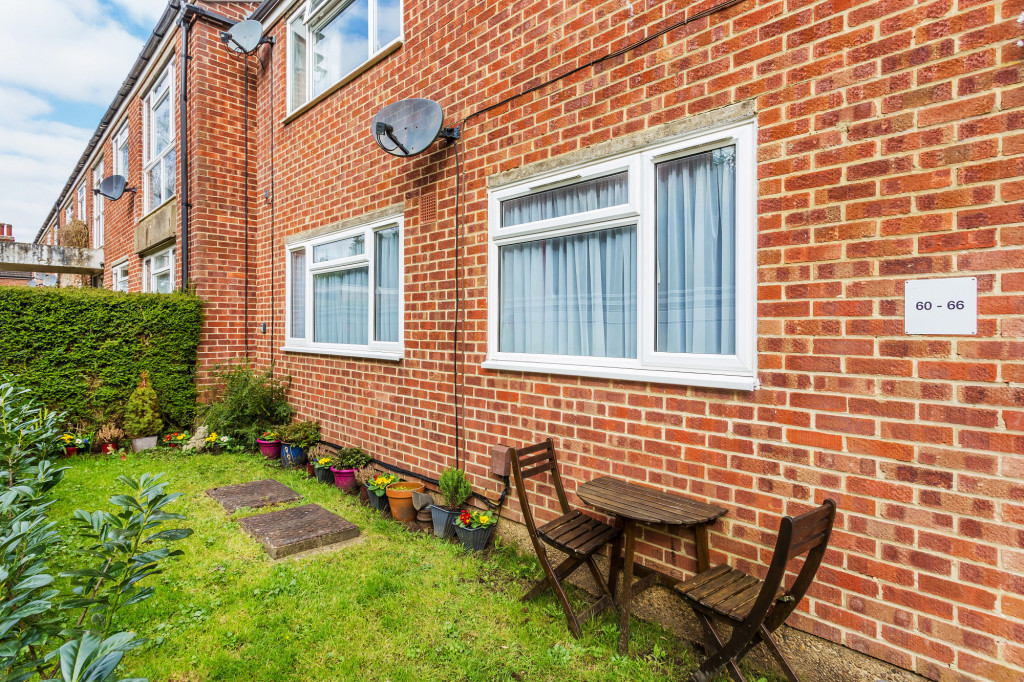2 bed apartment for sale in  Holmesdale Road,  Dorking, RH5 7