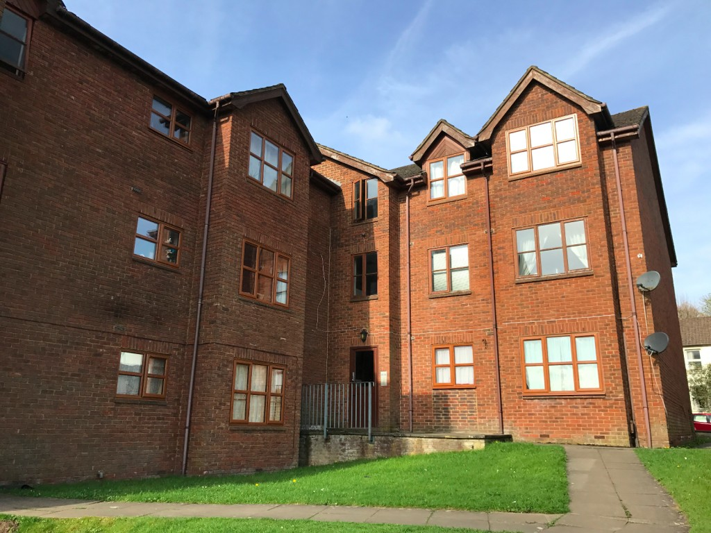 1 bed flat to rent in  29 Wilton Road,  Redhill, RH1, RH1