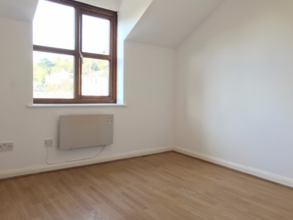 1 bed flat to rent in  29 Wilton Road,  Redhill, RH1 2