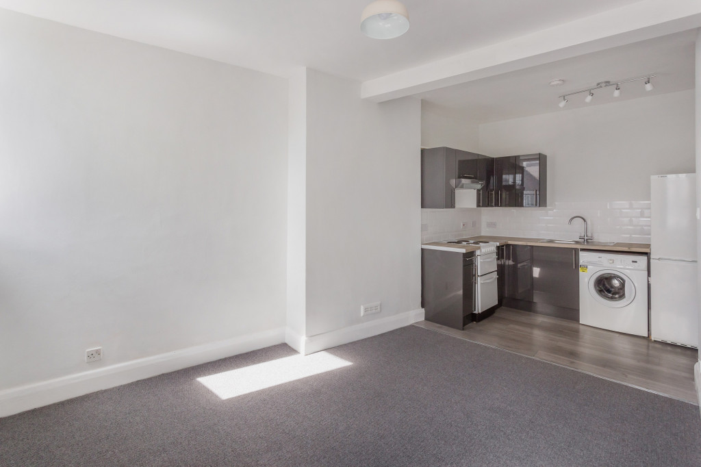 1 bed flat to rent in Galsworthy House High Street,  Dorking, RH4 3