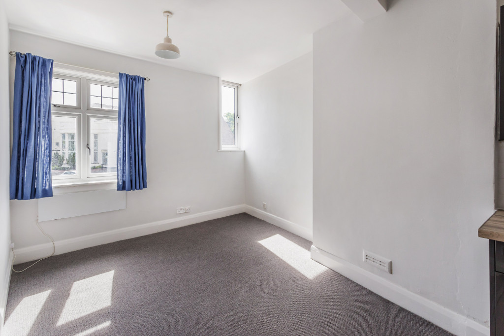 1 bed flat to rent in Galsworthy House High Street,  Dorking, RH4 5
